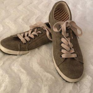 Taos Star Sneaker women's  size 7